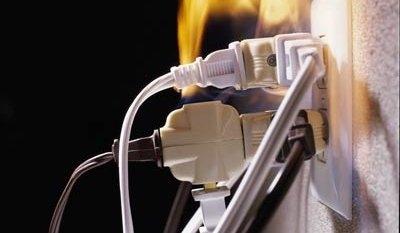розетка, пожар, возгорание, перегрузка,удлинитель,сетевой фильтр