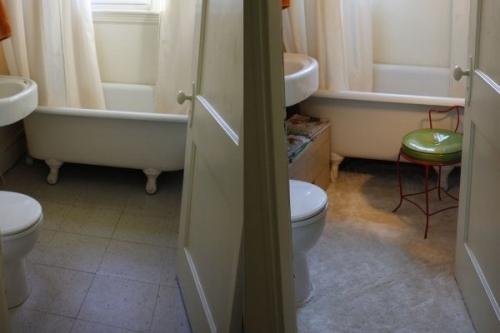 ванная,душ,ванная комната,ковер в ванной,плитка в ванной