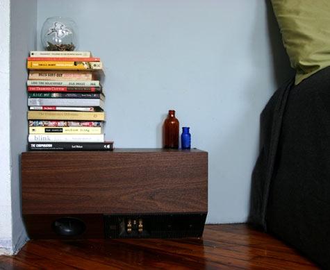 тумбочка,кровать,спальня, книги,пол