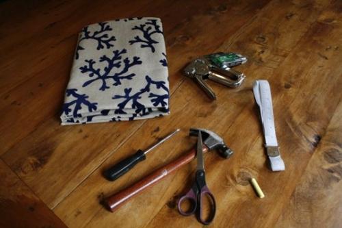 сделай сам,поделки,обивка стула,до и после,ремонт мебели,кресло,инструменты,ткань,степлер,молоток,сантиметр,отвертка,ножницы