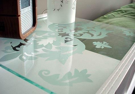 журнальный столик,стеклянный стол,спальня,радио,бутылка,дизайн,интерьер