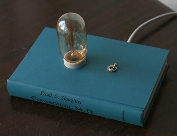 книга,лампа