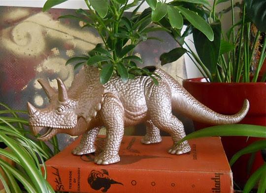 динозавр,игрушки,растения,поделки