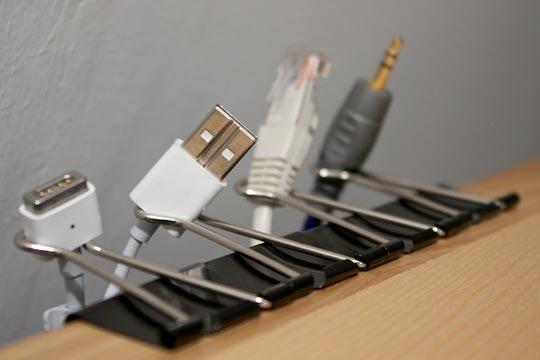usb,аудио,компьютерный стол,офис дома,провода,рабочий стол
