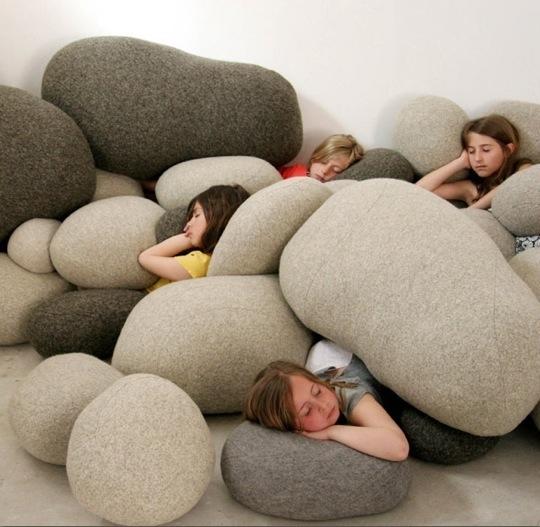 пуфик,камни,подушка