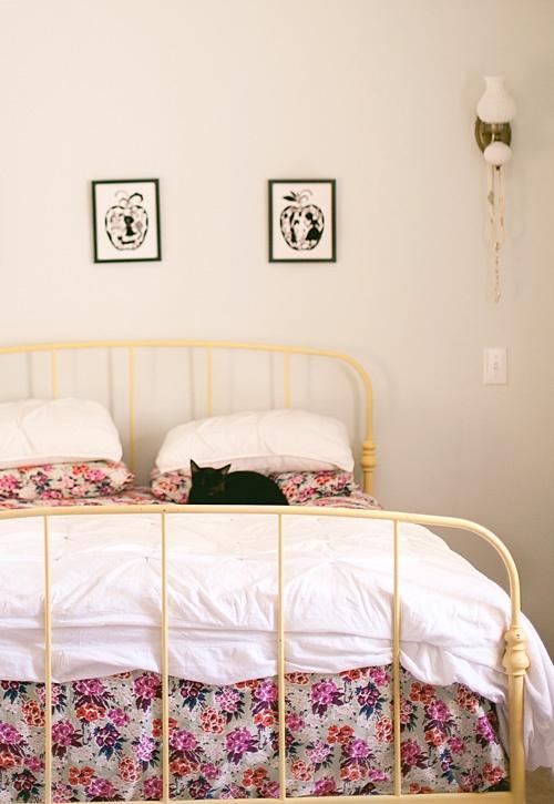 спальня,каркас.рама,желтый