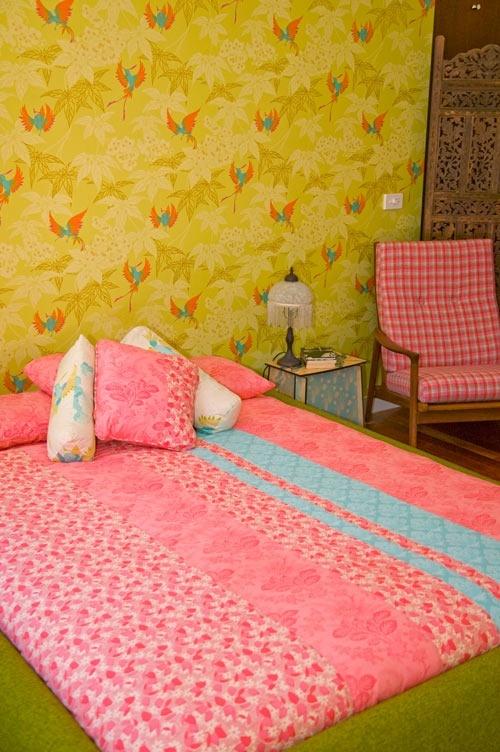 желтые,обои,кровать,розовая