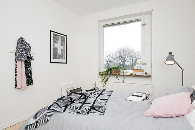 спальня,белая спальня,окно,ночник,Швеция,скандинавский дизайн
