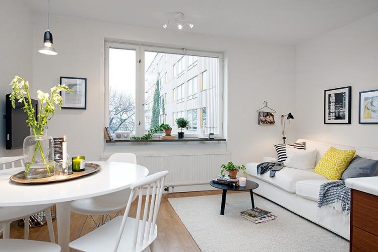 гостиная,диван,окно,без штор,белая квартира,интерьер