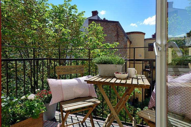 балкон,стулья,столик,цветы,решётка