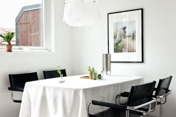 Мансарда,минимализм,черный,белый,квартира,кухонный стол,стулья,