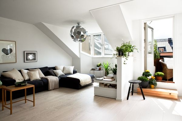 Мансарда,минимализм,черный,белый,квартира,зал,диван