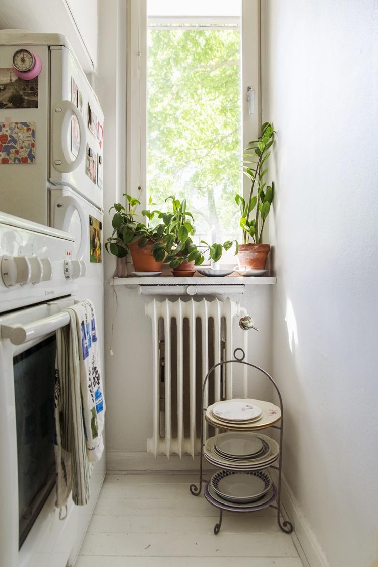 кухня,окно,посуда,стиралка,плита