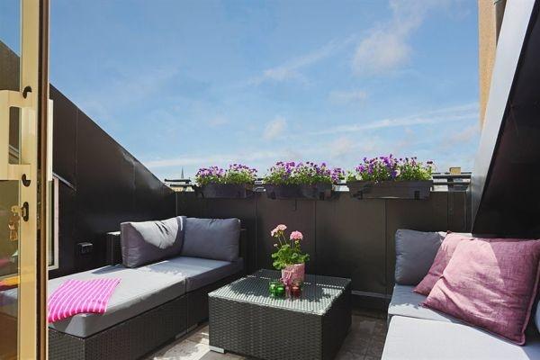 балкон,стулья,столик,цветы