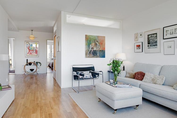 белая квартира,ремонт,фото,4х комнатная,зал,диван,картины,коридор