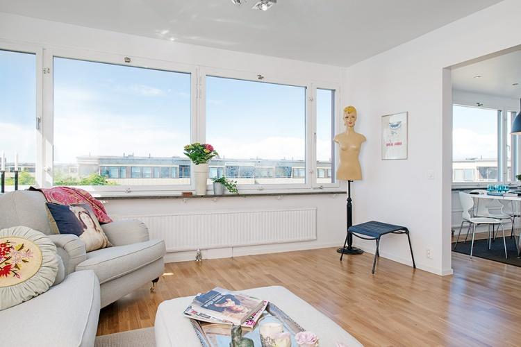 белая квартира,ремонт,фото,4х комнатная,зал,диван,манекен, окна