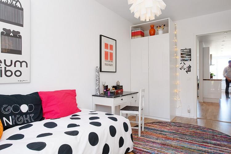 белая квартира,ремонт,фото,4х комнатная,рабочий кабинет,стол,диван