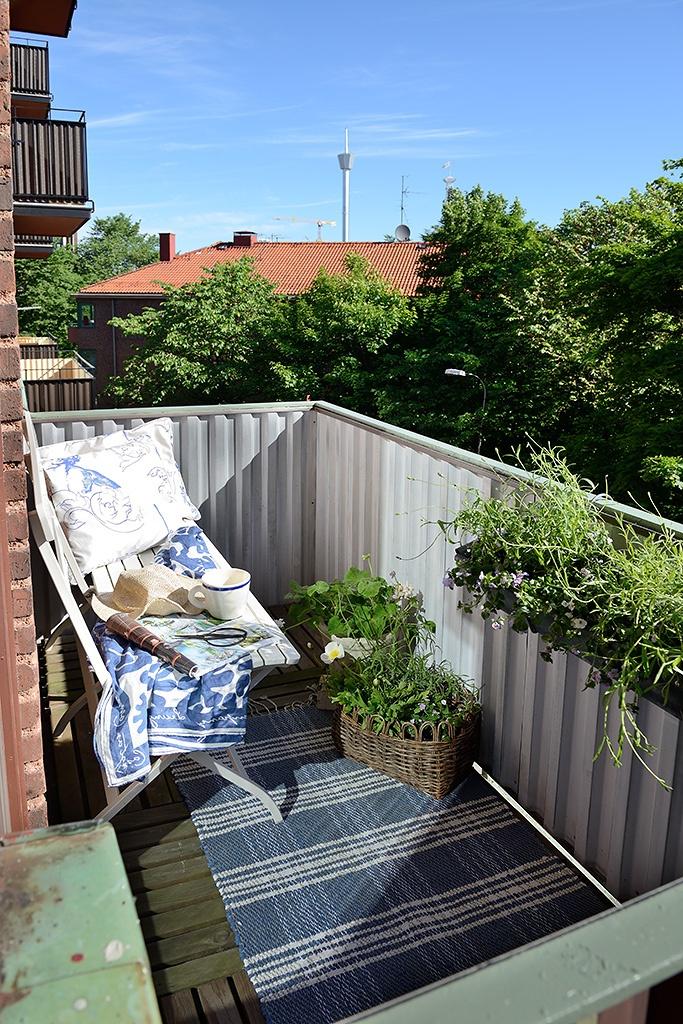 балкон,кресло,цветы