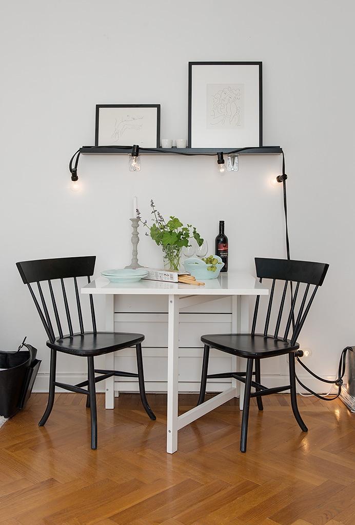 два черных стула