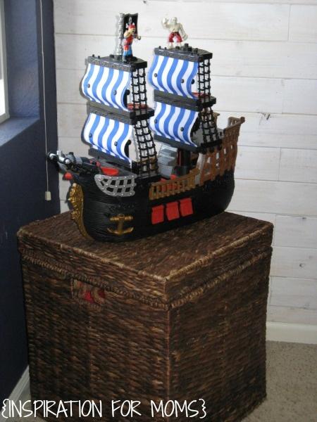 сундук и корабль