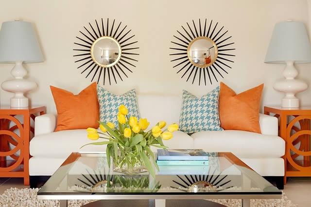 диван,подушки,оранжевый и голубой цвет