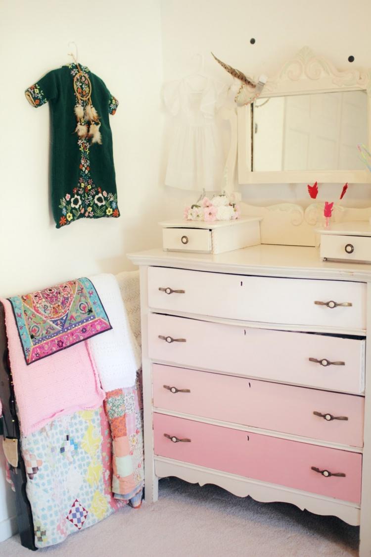 комод,розовый с белым