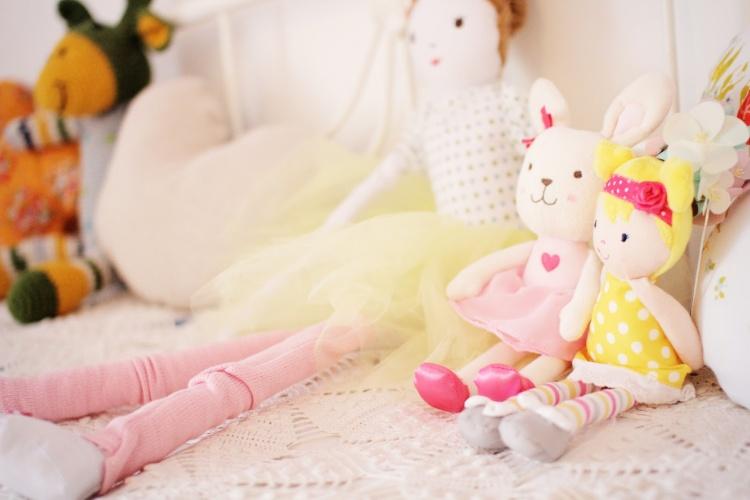 игрушки,в детской комнате,мягкие игрушки на кровати