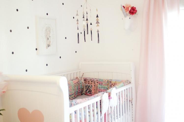 кроватка,розовая детская,комната