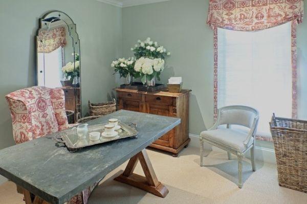винтажная комната,стол,красно белые шторы