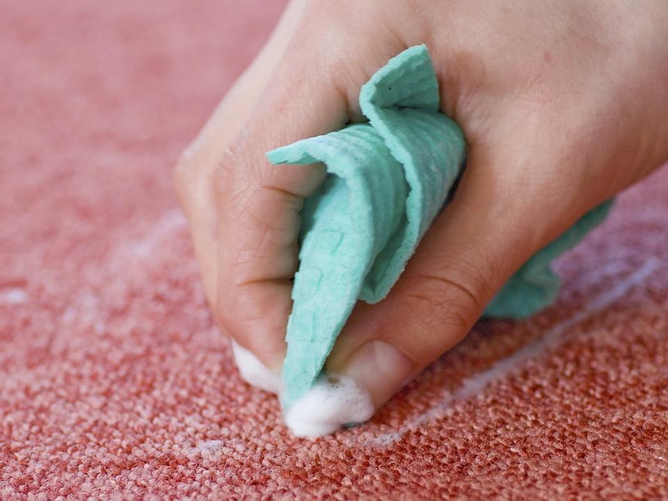 Как вывести старое пятно в домашних условиях